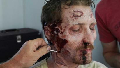Halloween Zombie Schmink.Video Extra The Walking Dead Zombie Make Up Tips For